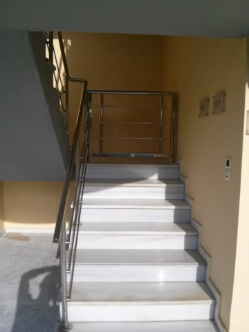 inox κατασκευή πόρτας και κάγκελα σκάλας στο μαρούσι