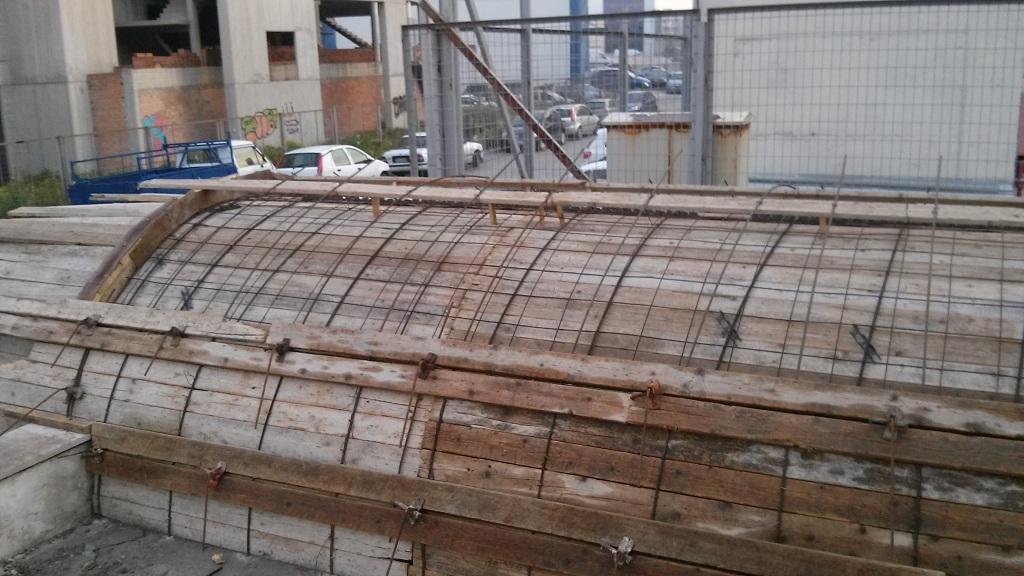 κατασκευή στεγάστρου για ράμπα αυτοκινήτων κορμός